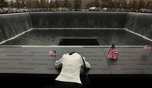 Президент США почтил минутой молчания память жертв терактов 11сентября