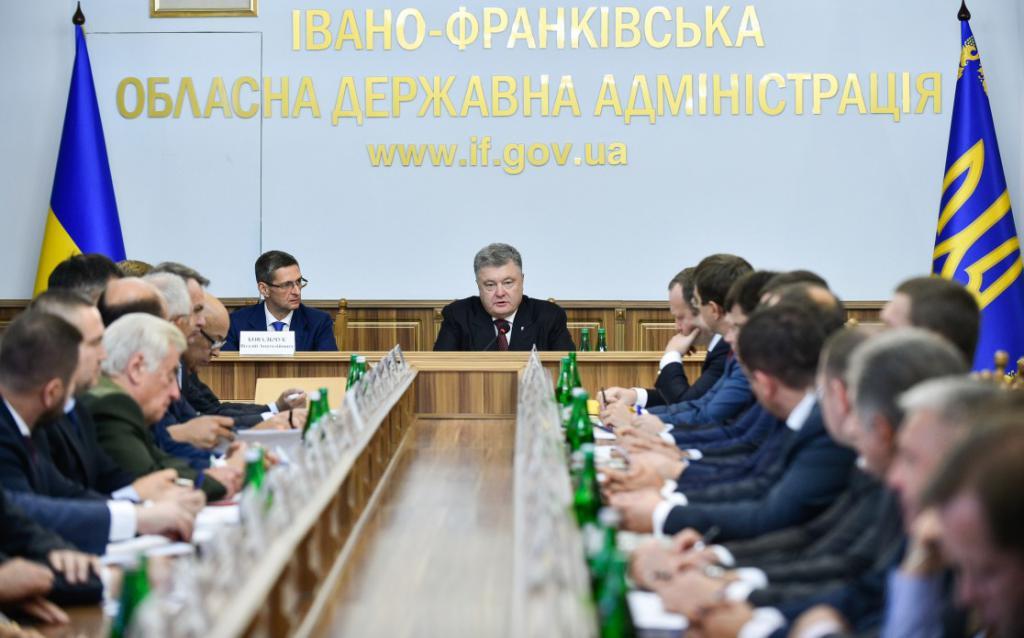 Петр Порошенко не желает видеть насвободе мошенников карпатского леса