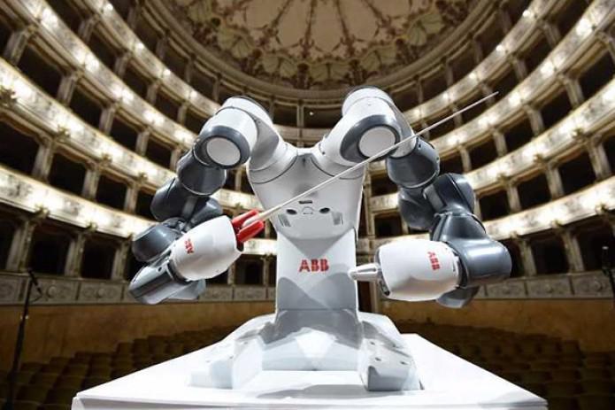 Робот выступил вроли дирижера филармонического ансамбля