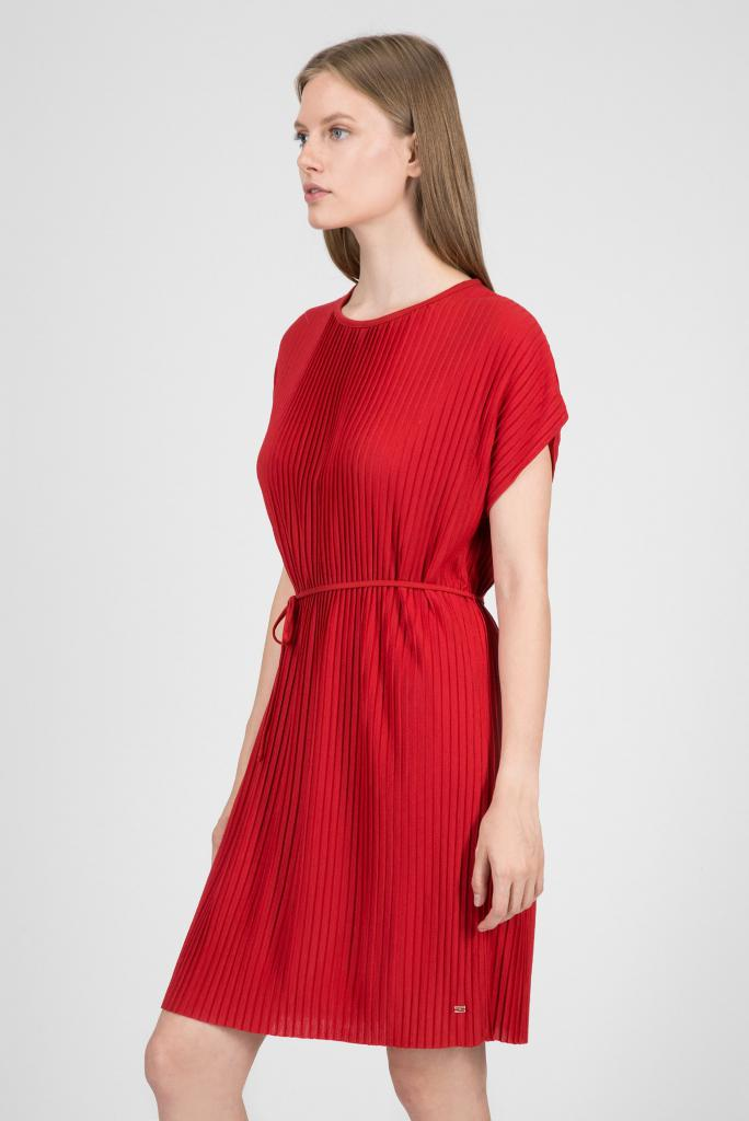 aca186e6a3a3d15 Плиссированные юбки на платьях больших размеров добавляют килограммы