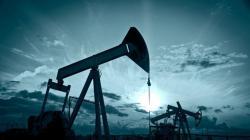Переизбыток нефти на мировом рынке начинает сокращаться