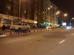 """В Киеве произошло ДТП, в котором Opel """"прокатился"""" на отбойнике"""