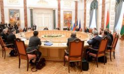 На переговорах Трехсторонней контактной группы в Минске договорились о прекращении огня на линии фронта в Донбассе с 23 декабря