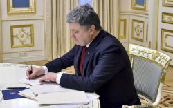 Президент Украины подписал закон о защите прав детей-сирот