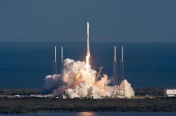 SpaceX запустила первые спутники для глобального интернета