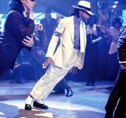 """Раскрыта тайна знаменитого """"антигравитационного наклона"""" Майкла Джексона"""
