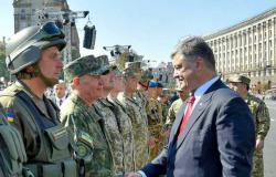 Петр Порошенко поручил поднять размер денежного довольствия военнослужащих