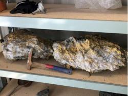В Австралии нашли огромные камни с богатым вкраплением золота