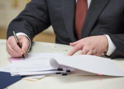 Петр Порошенко подписал указ о повышении  денежного довольствия сотрудникам силовых структур