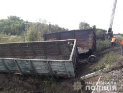 В Харьковской области произошло столкновение пригородного поезда с товарными вагонами