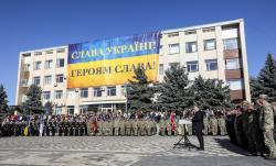"""Президент подпишет закон, который вводит новое воинское приветствие """"Слава Украине! - Героям слава! """""""