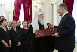 Президент вручил Патриарху Филарету звание Герой Украины и орден Государства