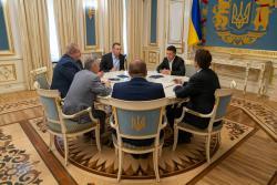 Владимир Зеленский встретился с представителями крымскотатарского народа