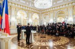 У Зеленского сделали неоднозначное заявление о русском языке на Донбассе