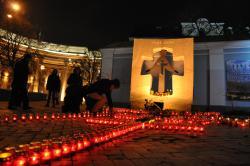 """Под посольство РФ в Киеве пришли активисты, чтобы """"напомнить россиянам, кто виноват в смертях миллионов украинцев"""""""