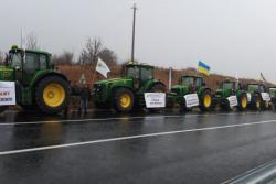 В 13 областях Украины аграрии перекрыли дороги в знак протеста против продажи земли