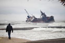 Авария танкера в Одессе. Шторм мешает ликвидировать последствия