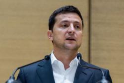 Зеленский поручил Кабмину немедленно решить вопрос с задержкой зарплат учителей и врачей