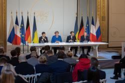 Полное, всестороннее и бессрочное прекращение огня на востоке Украины должно начаться до конца 2019 года - Владимир Зеленский