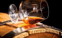 Украина прекращает экспорт шампанского и коньяка
