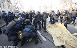 Правоохранители снесли палатки активистов под Радой