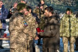 Владимир Зеленский наградил орденами военных в зоне ООС и присвоил почетные наименования ряду подразделений