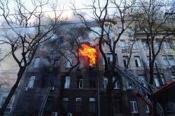 Правоохранители рассматривают две версии пожара в Экономическом колледже Одессы
