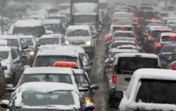 В Киеве из-за снегопада затруднено движение транспорта