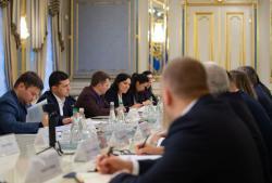 Владимир Зеленский призвал сети АЗС снизить цены на топливо