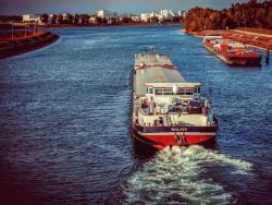 Украинское судно село на мель и заблокировало движение Дунаем в Болгарии
