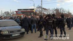 """Столкновения на """"Барабашова"""": неизвестные применили пиротехнику и слезоточивый газ"""