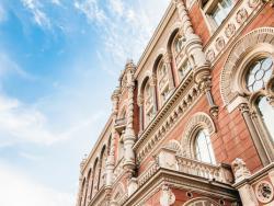 НБУ продал на межбанковском валютном рынке $220 млн