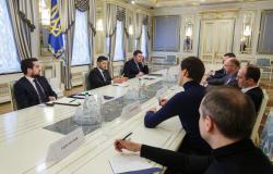 Владимир Зеленский обсудил с руководителями украинских телеканалов запуск масштабного образовательного проекта для школьников