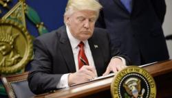 Дональд Трамп подписал указ о приостановке иммиграции в США
