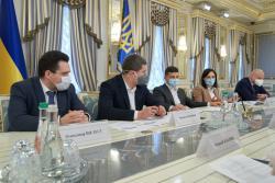 Зеленский обсудил с представителями крупнейших операторов связи ускорение покрытия Украины качественным интернетом