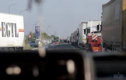 Киев ограничивает въезд грузового транспорта с 18 мая