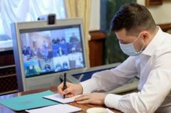 Владимир Зеленский подписал закон об освобождении учеников 11-х классов от обязательной государственной итоговой аттестации