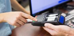 ПриватБанк запустил выдачу наличных с карт в кассах магазинов