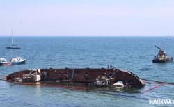Из затонувшего танкера Delfi произошел разлив топлива
