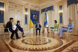 Житель Сумской области совершил самоподжог у здания Офиса президента в Киеве (ВИДЕО)