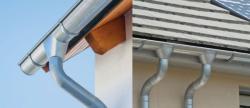 Почему стоит выбирать металлические водостоки для крыши