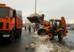 Дороги Киева засыпало снегом